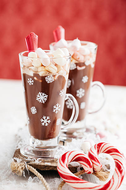 hot schokolade - pfefferminzschokolade stock-fotos und bilder