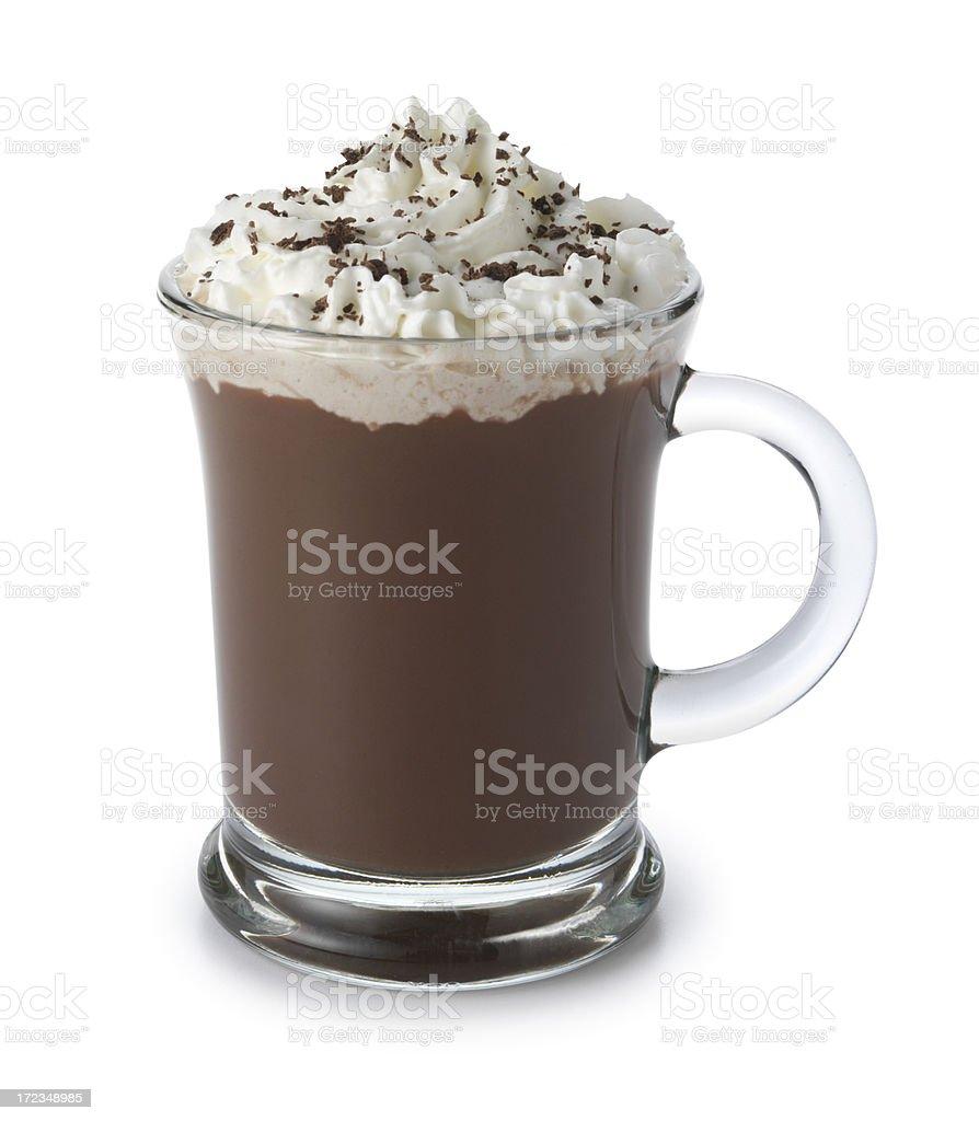 Recouverte de chocolat chaud avec crème fouettée isolé sur fond blanc - Photo