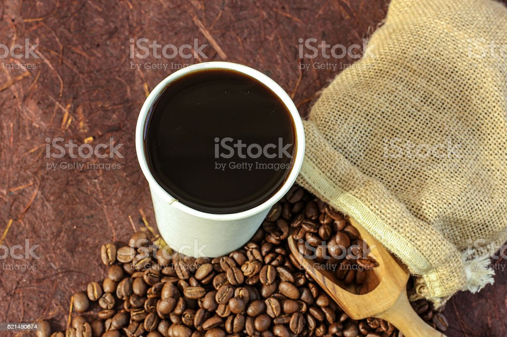 Hot coffee black coffee with beans foto stock royalty-free