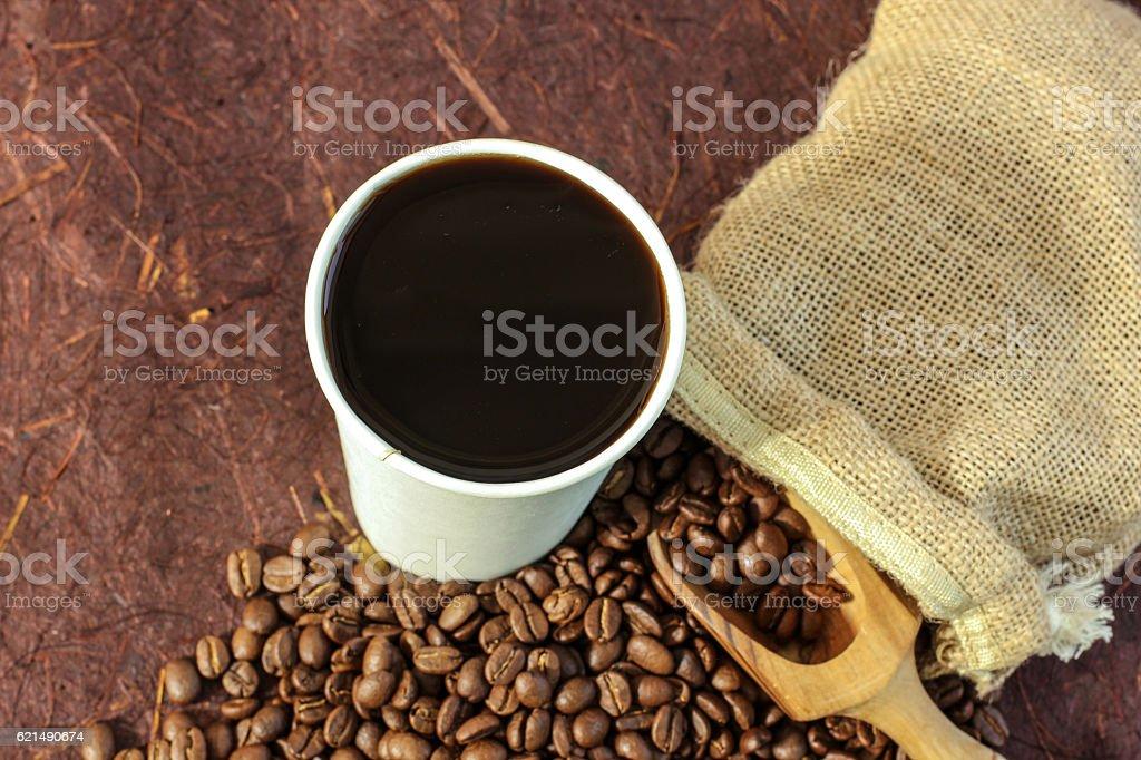 Hot coffee black coffee with beans Lizenzfreies stock-foto