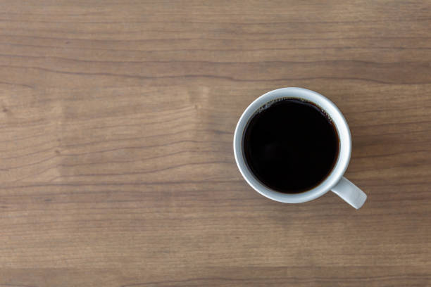 hot coffee cup on wooden table background. top view – zdjęcie