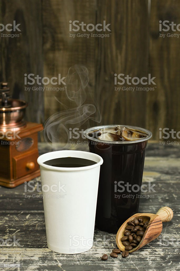 Hot coffee iced coffee with beans photo libre de droits