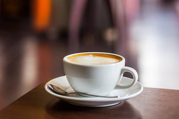 heißen kaffee im vintage-stil. - cappuccino stock-fotos und bilder