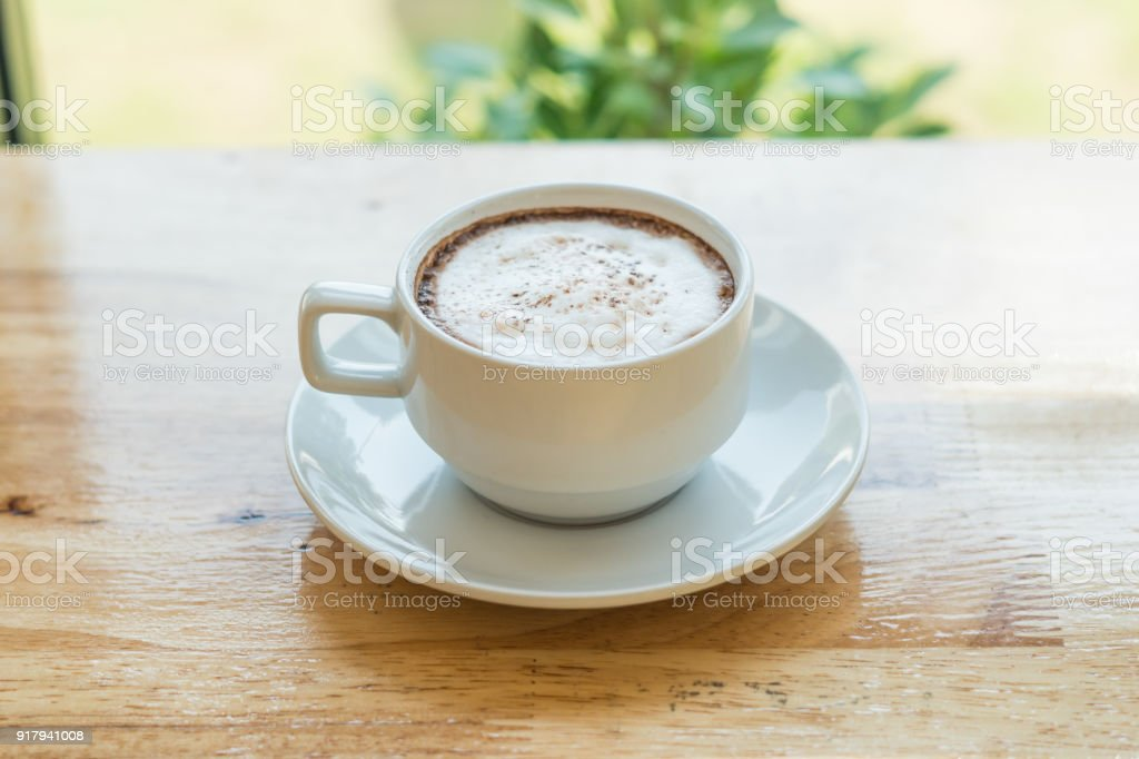 Dans Café Blanche Sur Droit Chaud Une Libre De Photo Tasse Bois 9WH2DIEY