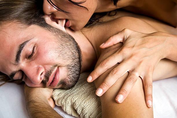 hot paare im spa - tantra massage stock-fotos und bilder