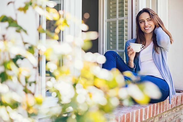 hot drink and fresh air - genießen französisch stock-fotos und bilder