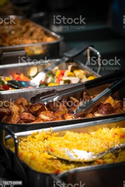 Hot food counter in a canteen picture id1047145556?b=1&k=6&m=1047145556&s=612x612&h=v7rskvjitcbo28tdot06tvgvsnebqtqqg83qfcr2viy=