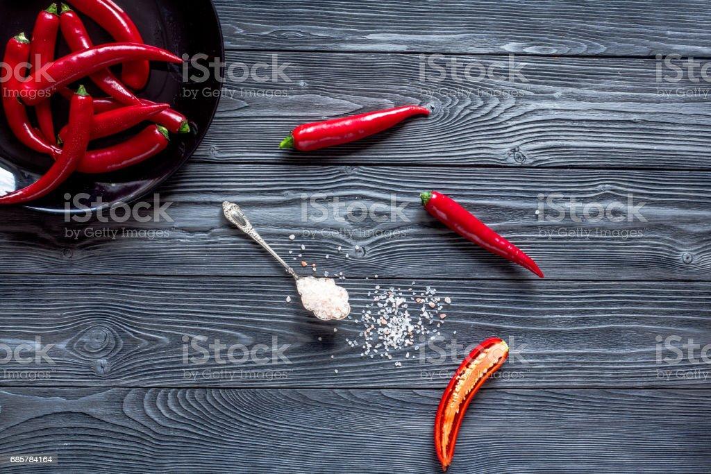 warme Speisen mit roten Chili auf Holztisch Hintergrund Draufsicht mock-up Lizenzfreies stock-foto