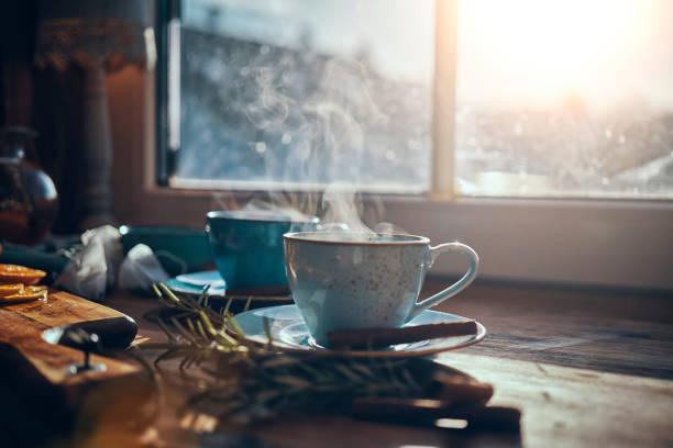 chá quente de frutas com laranja e canela - chá bebida quente - fotografias e filmes do acervo
