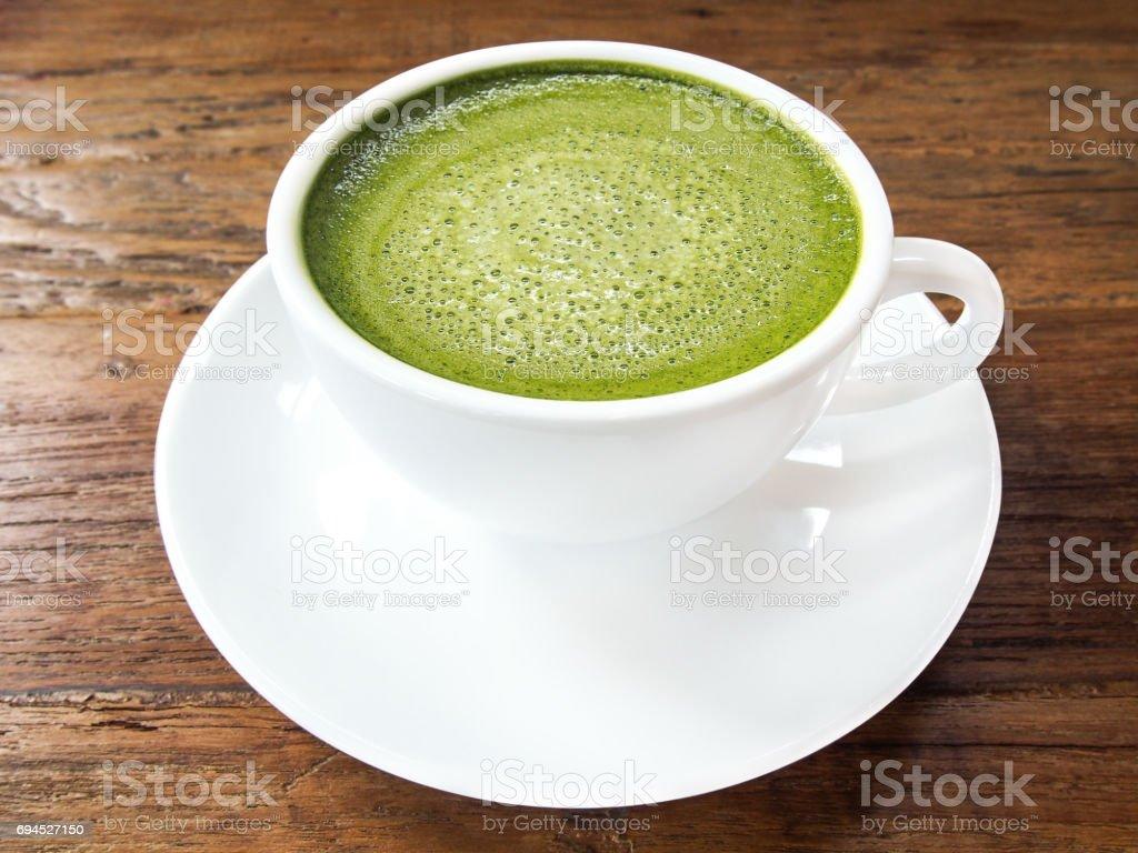 Grüner Tee Matcha Latte Cup Mit Weiße Untertasse Auf Holztextur