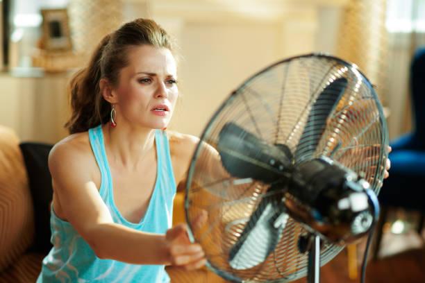 Heiße Hausfrau zeigt Sieg unter Sommerhitze – Foto