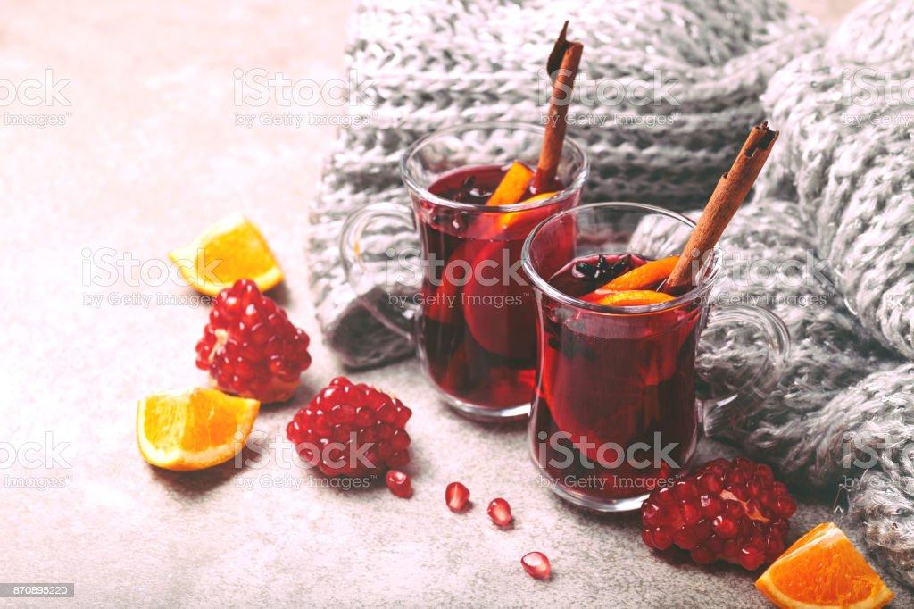 Heißer Glühwein. Herbst und Winter. Weihnachten und Feiertage – Foto