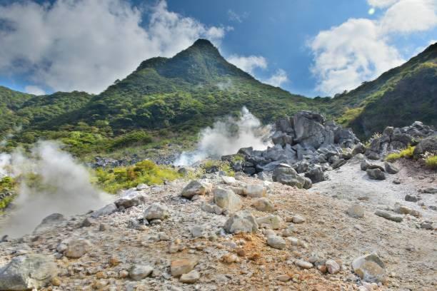 하코네, 일본에서 흘러내리는 계곡에서 온천 통풍구 - 가나가와 뉴스 사진 이미지