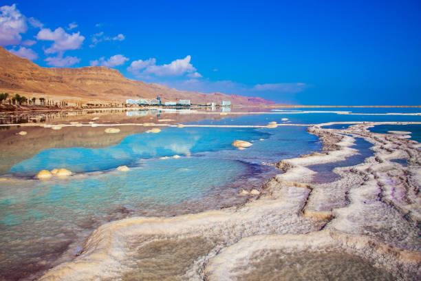 hot summer day at the seaside resort - morze martwe zdjęcia i obrazy z banku zdjęć