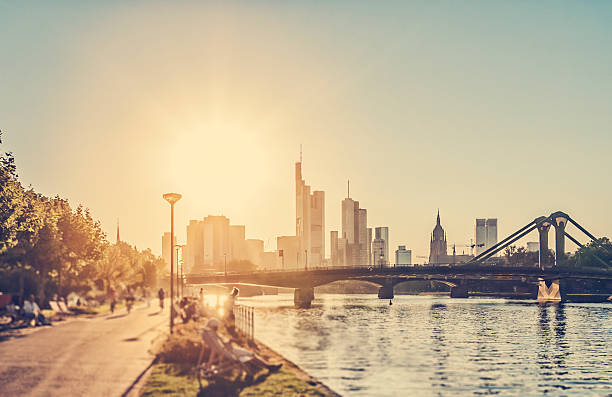 heißer sommertag – frankfurt am main - stadt frankfurt stock-fotos und bilder