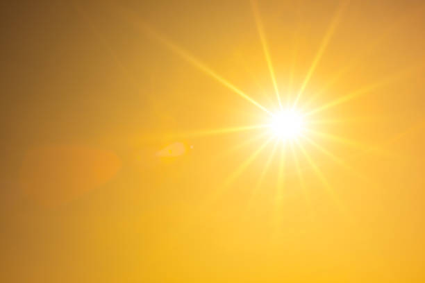 hot summer or heat wave background, orange sky with glowing sun - luce solare foto e immagini stock