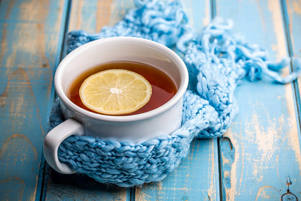 warme teetasse - heiße zitrone stock-fotos und bilder