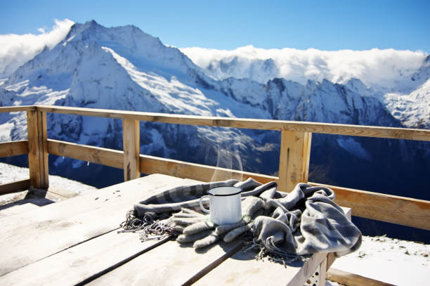 hot tea in winter mountains - hotel in den bergen stock-fotos und bilder