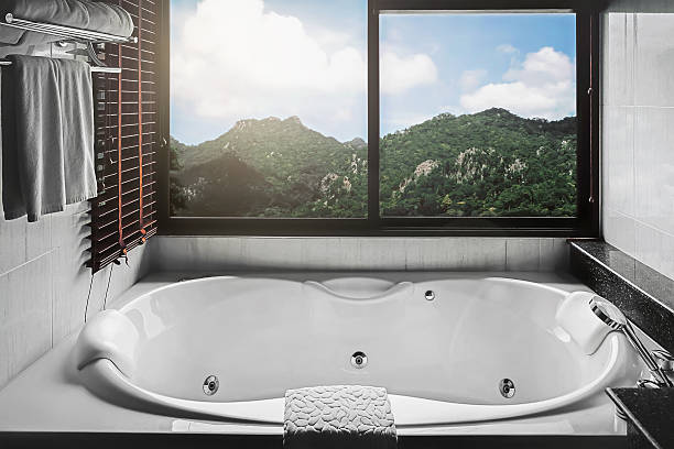 hot tub with mountain view – Foto