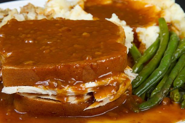 turquía sándwich caliente - thanksgiving leftovers fotografías e imágenes de stock