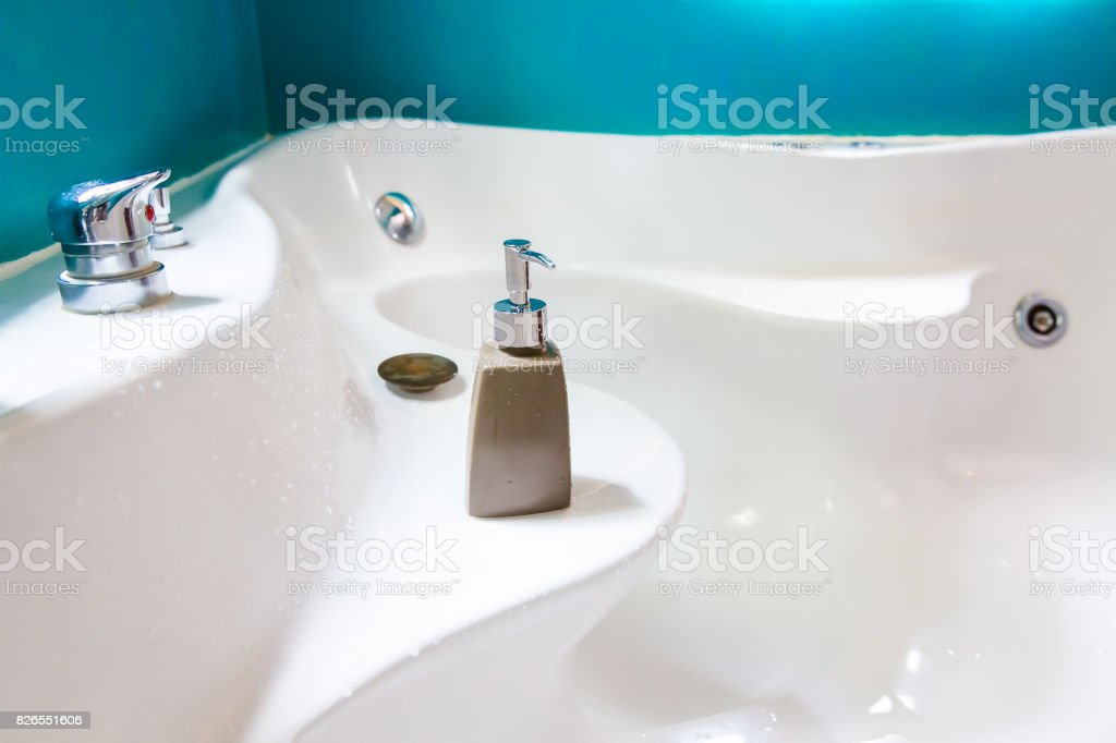 Hotel Amenit Kit Spa And Shampoo Bottle With Jacuzzi In Vintage Bathroom  Stock Photo 826551606 | IStock