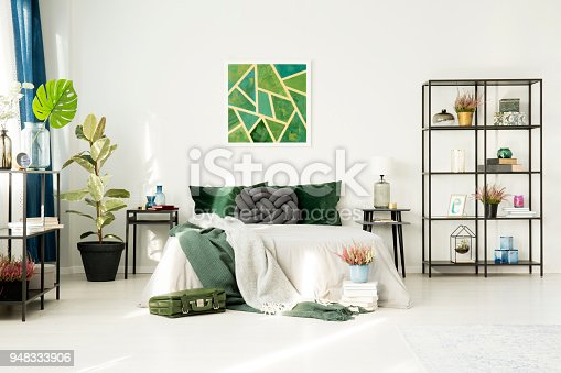 istock Hotel bedroom with emerald decorations 948333906