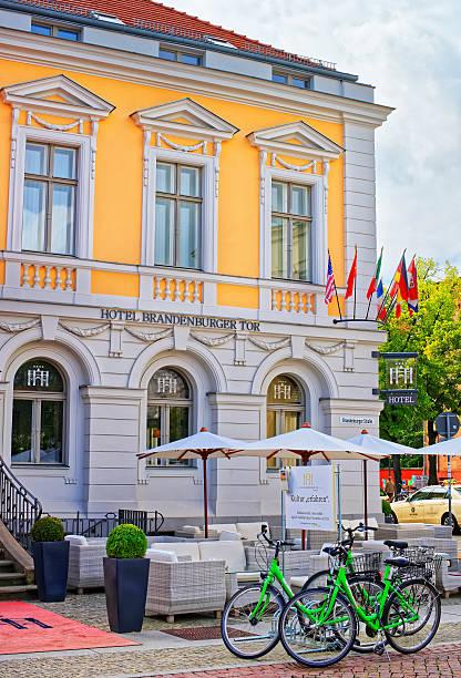 hotel brandenburger tor in brandenburger strasse in potsdam - hotel potsdam stock-fotos und bilder