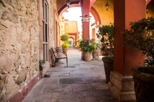 colonial hotel - queretaro fotografías e imágenes de stock