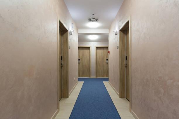 hotel corridor with marble floor - hotel reception zdjęcia i obrazy z banku zdjęć