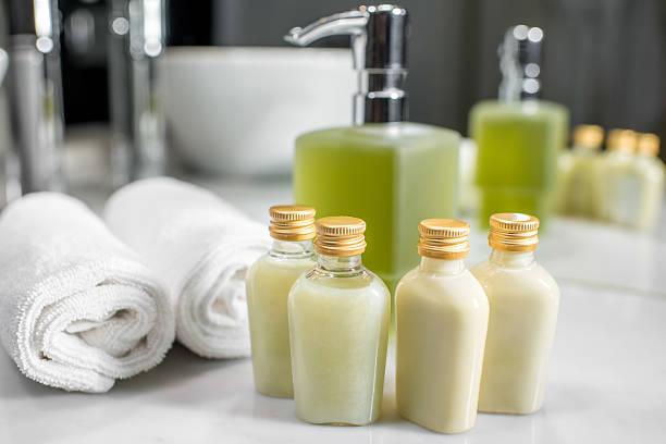 hotel cosmetics in the bathroom - prodotto per l'igiene personale foto e immagini stock