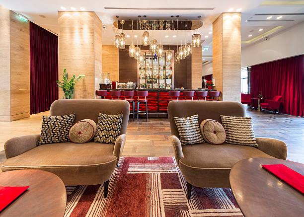 hotel, innenansicht der lobby - club sofa stock-fotos und bilder