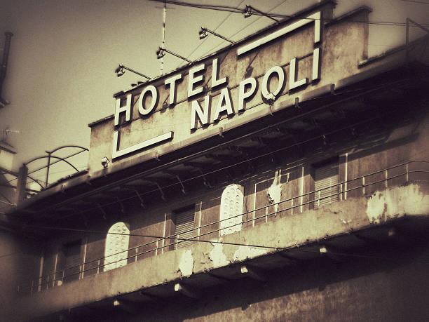 hotel in neapel in mailand, italien - hotel mailand stock-fotos und bilder