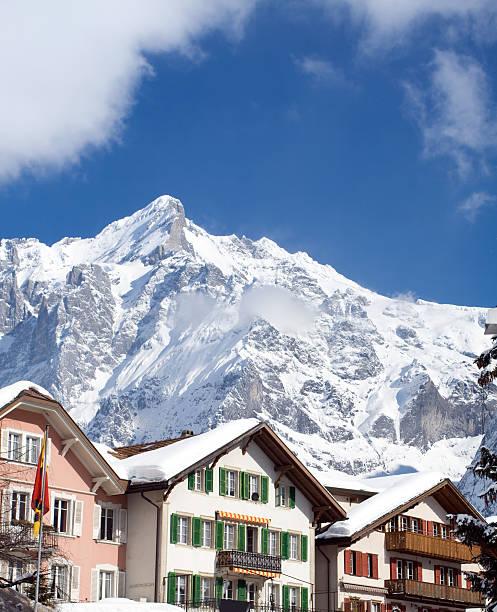 hotel nahe dem grindelwald ski area. schweizer alpen im winter - hotel bern stock-fotos und bilder