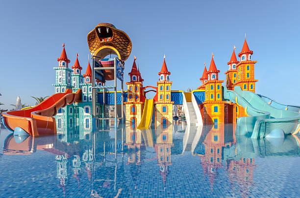hotel resort kiddie pool - hotels in der türkei stock-fotos und bilder