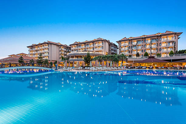 hotel resort swimming pool - hotels in der türkei stock-fotos und bilder