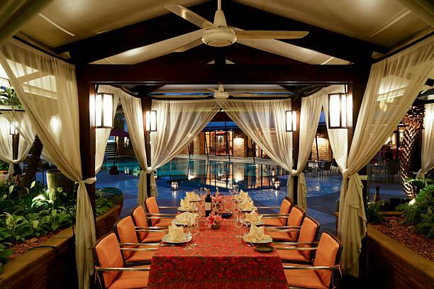 """bangkok hotel-restaurant """"gazebo"""" - outdoor esszimmer stock-fotos und bilder"""