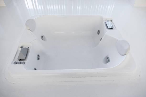 hotel-zimmer  - badewannenkissen stock-fotos und bilder