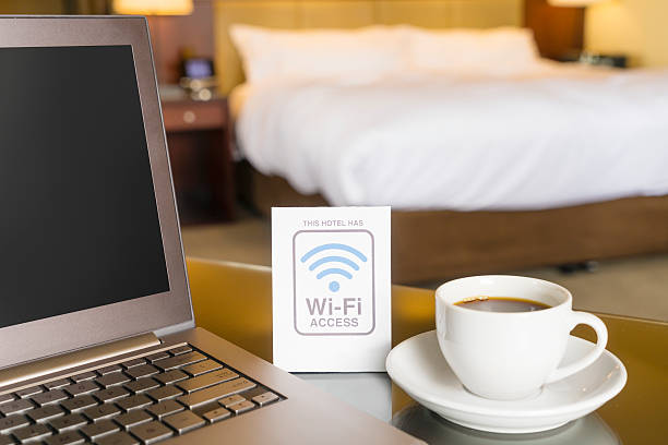 hotel room with wifi access sign - беспроводные технологии стоковые фото и изображения