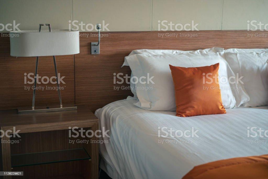 Hotel the bedroom - Zbiór zdjęć royalty-free (Abażur)