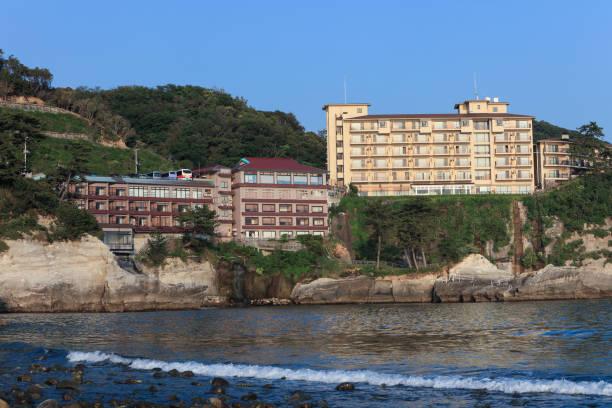日本の海岸に建設されるホテル。 ストックフォト