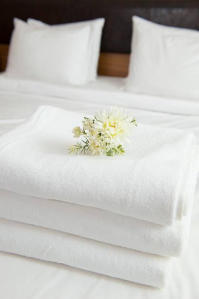 hotel handtücher - 5 sterne hotel türkei stock-fotos und bilder
