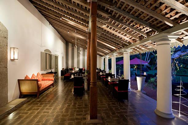 hotel villa restaurant - outdoor esszimmer stock-fotos und bilder