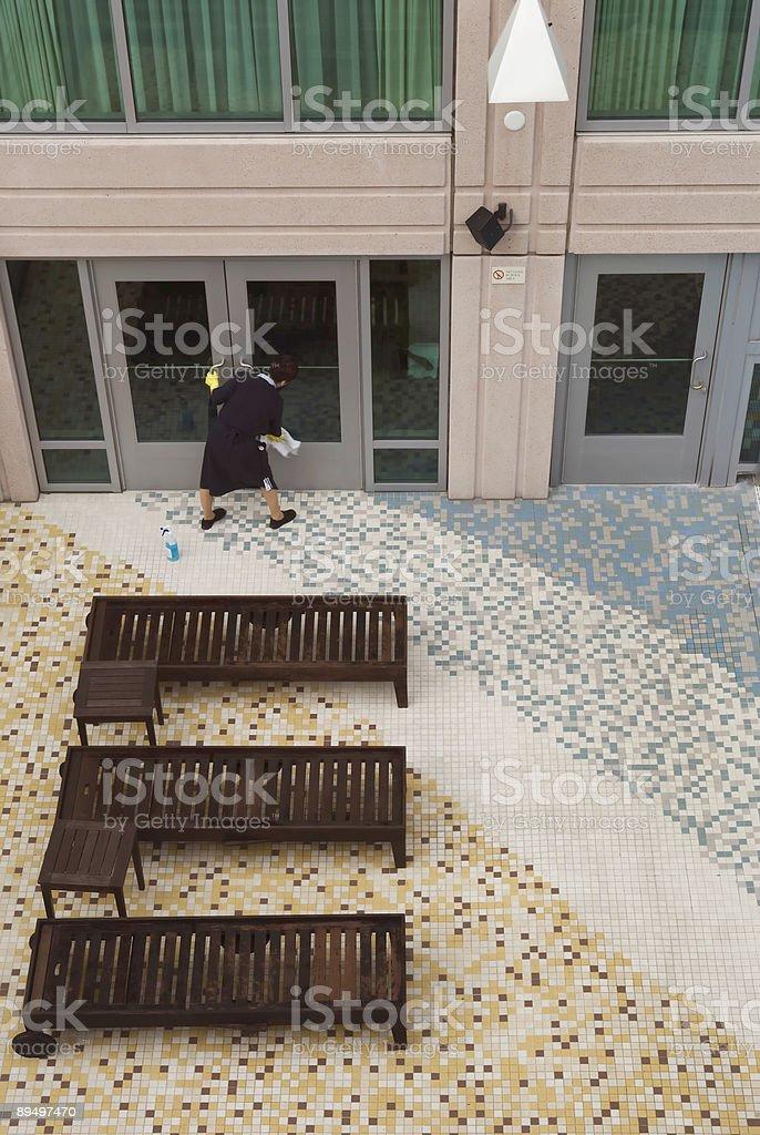 Hotel Window Washing royaltyfri bildbanksbilder