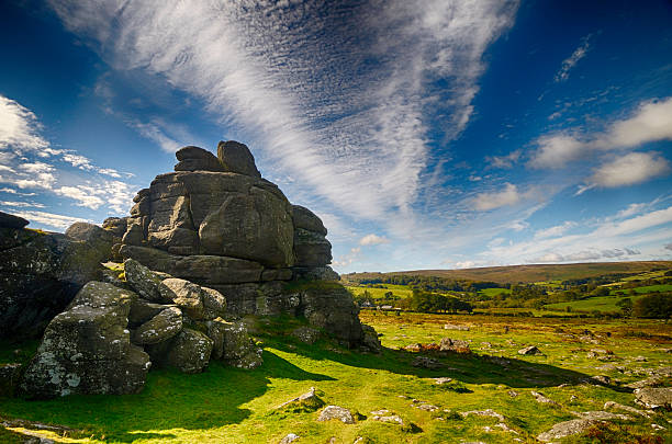 houndtor with cirrus clouds - outcrop stock pictures, royalty-free photos & images