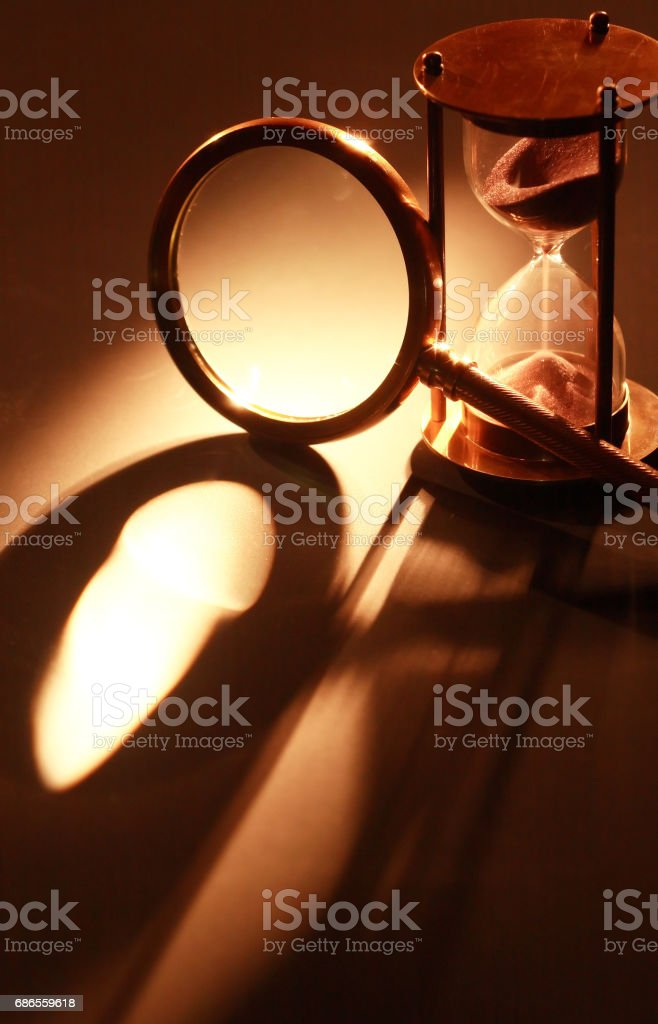 Hourglass And Magnifying Glass foto stock royalty-free