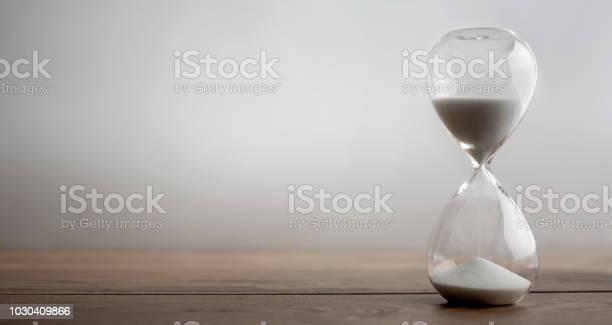 Hourglass picture id1030409866?b=1&k=6&m=1030409866&s=612x612&h=x7nh7yvumjnzauwb3vayowxxy9wsojiytfacxl0u6m0=