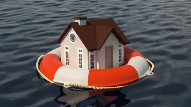 Haus und Rettungsring auf Wasseroberfläche. – Foto