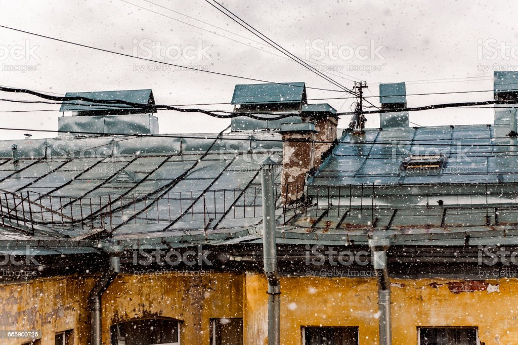 house and roof in the centre of St. Petersburg foto stock royalty-free