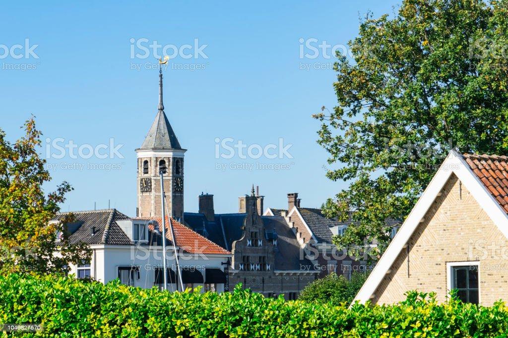 huis en toren van het stadhuis in Willemstad, Nederland foto