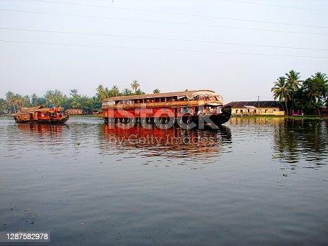 House boat in the backwater lake a Kumarakom, Kerala